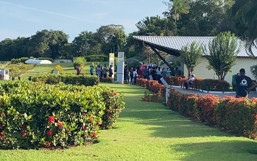 Tarcila Maria Brandão Barreto foi enterrada no Cemitério Bosque da Paz, em Salvador,  na segunda-feira (19). — Foto: Laila Nery / TV Bahia
