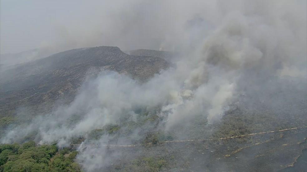 Incêndio castiga a Serra do Cipó há sete dias — Foto: Globocop/TV Globo