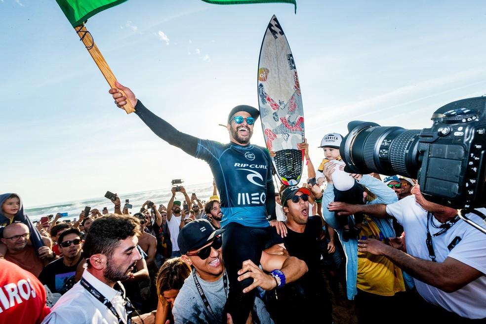 Com vitória em Portugal, Ítalo assumiu o posto de número 1 do mundo — Foto: WSL / Poullenot
