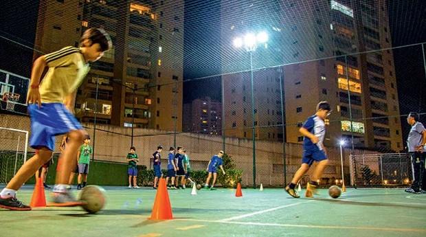 Jogo de futebol organizado pela Up! (Foto: Caio Palazzo)