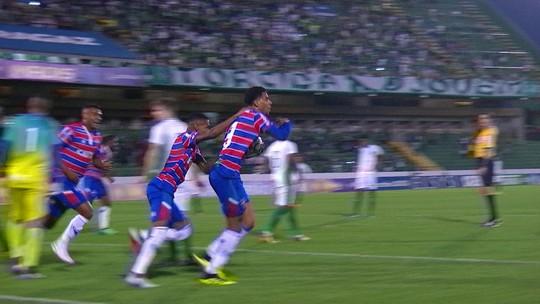 O Artilheiro voltou! Gustavo volta a jogar pelo Fortaleza e faz gol em virada tricolor