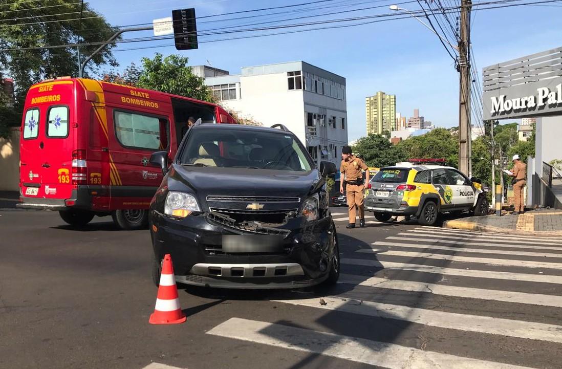 Acidente envolvendo carro da Polícia Militar em Foz do Iguaçu deixa policial ferido - Noticias