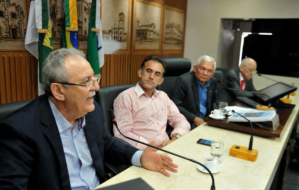 Secretário de Saúde de Natal, George Antunes, esteve na Câmara Municipal para discutir a proposta — Foto: Elpídio Júnior/Assessoria de Comunicação