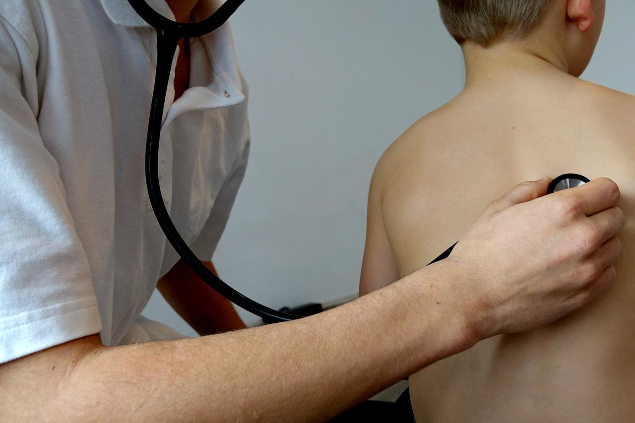 60 municípios de MT estão em alerta para risco de tuberculose em crianças