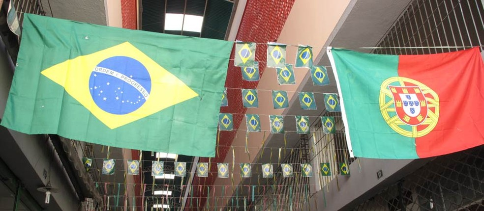 Bandeiras de Brasil e Portugal — Foto: Alícia Uchôa/G1