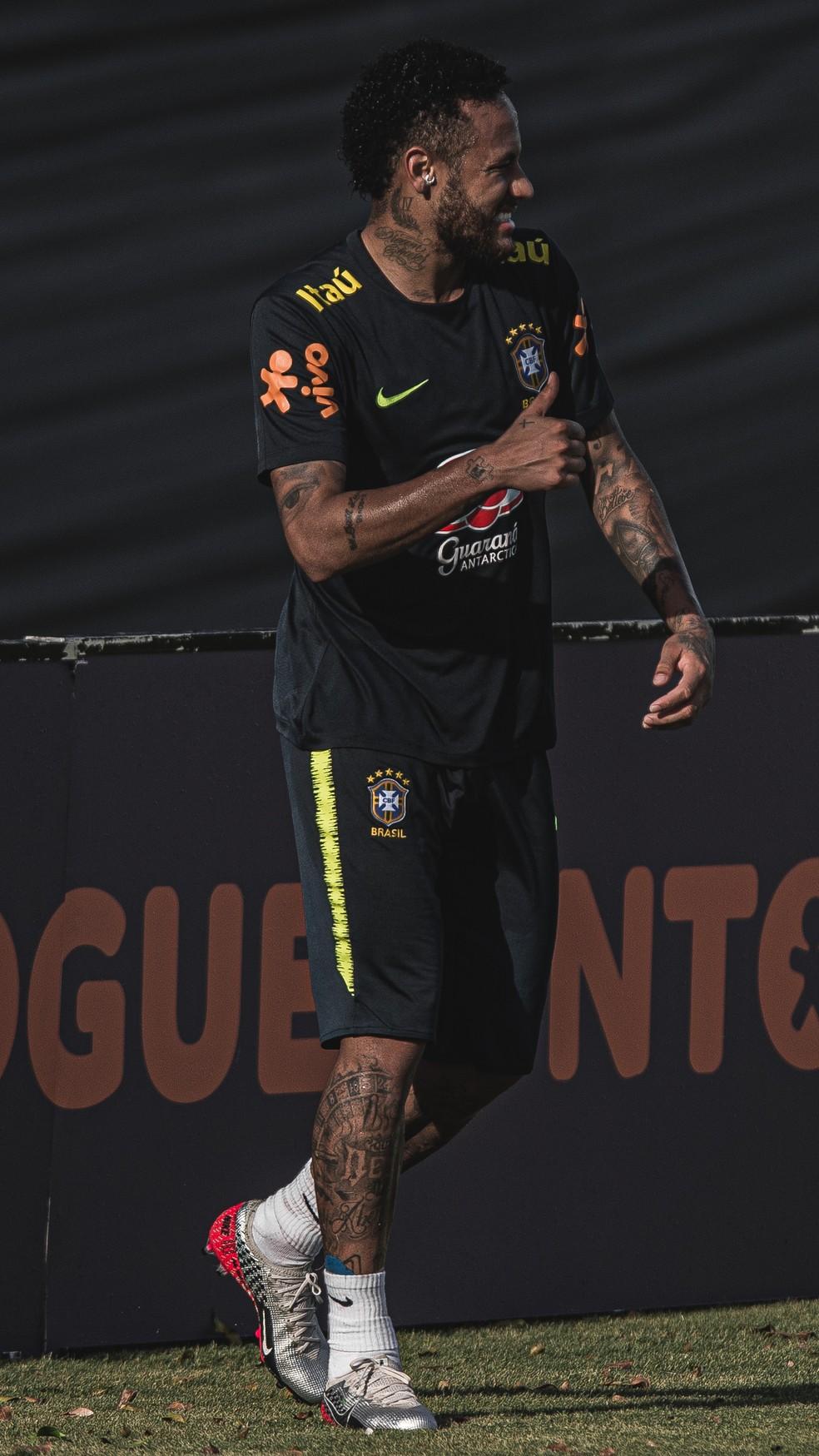 Neymar durante o treino da seleção brasileira — Foto: Pedro Martins / MoWA Press