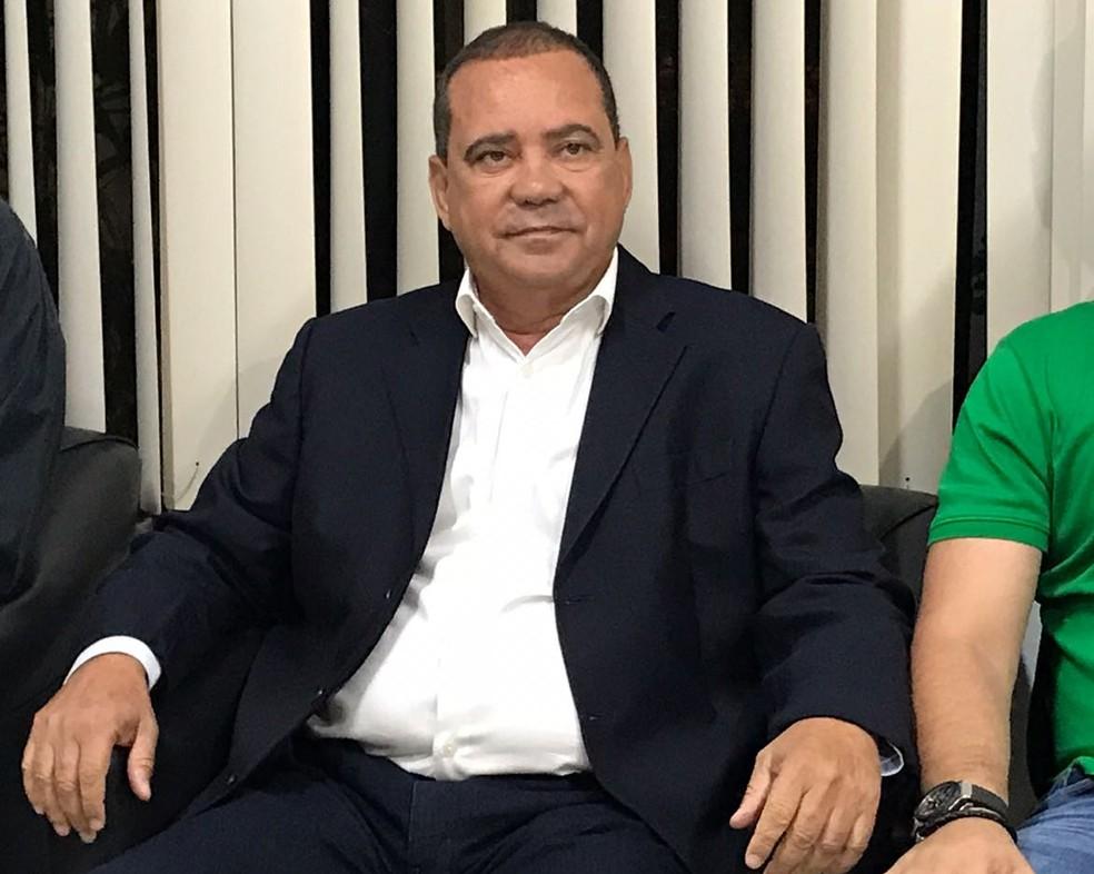 Vicentinho Alves, do PR, está na sede da TV Anhanguera para o debate (Foto: João Guilherme Lobasz/G1)