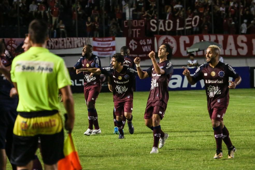 Caxias venceu o Inter por 2 a 1 no Centenário (Foto: Divulgação / S.E.R. Caxias)