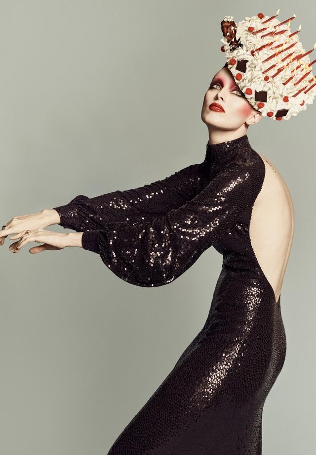 Karen Elson encarna Mina na Vogue Itália (Foto: Divulgação)