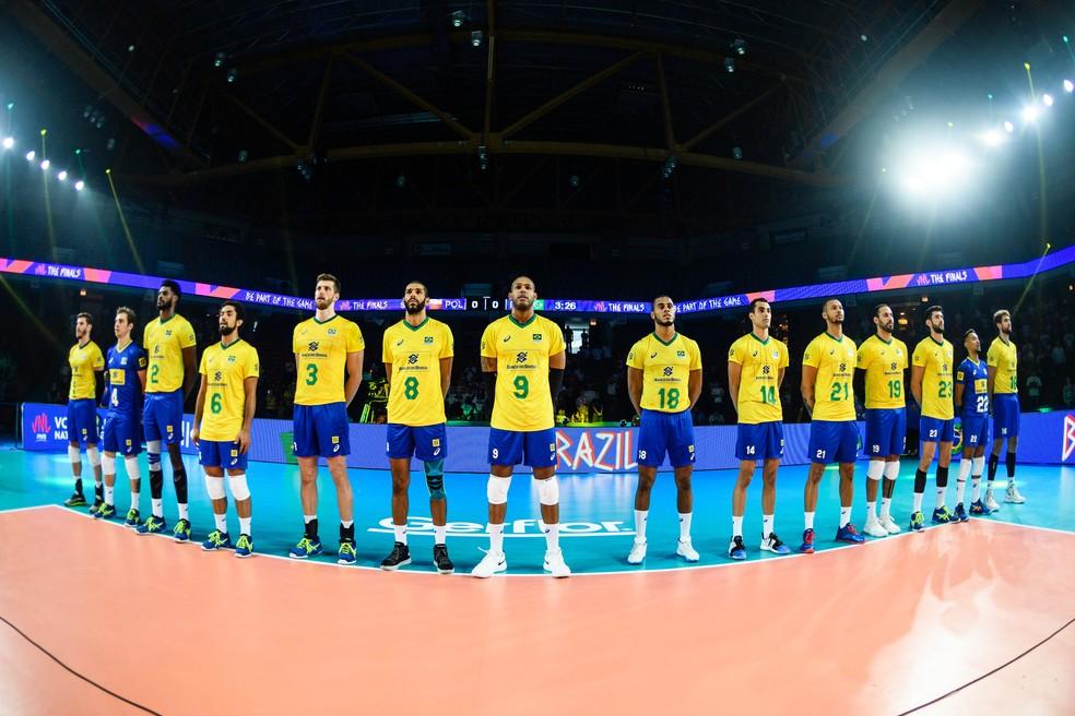 O time brasileiro sofreu sua segunda derrota em toda a Liga das Nações — Foto: FIVB