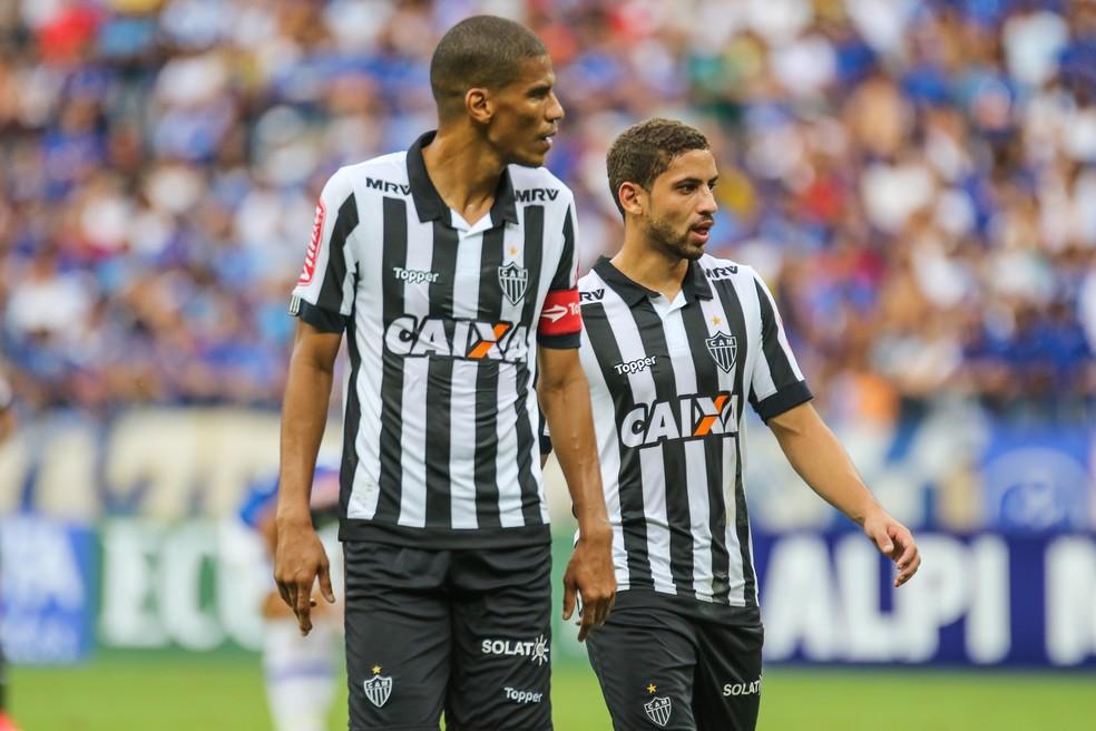 Experiência e juventudo: Léo Silva e Gabriel formam a zaga do Galo (Foto: Bruno Cantini/Atlético-MG)