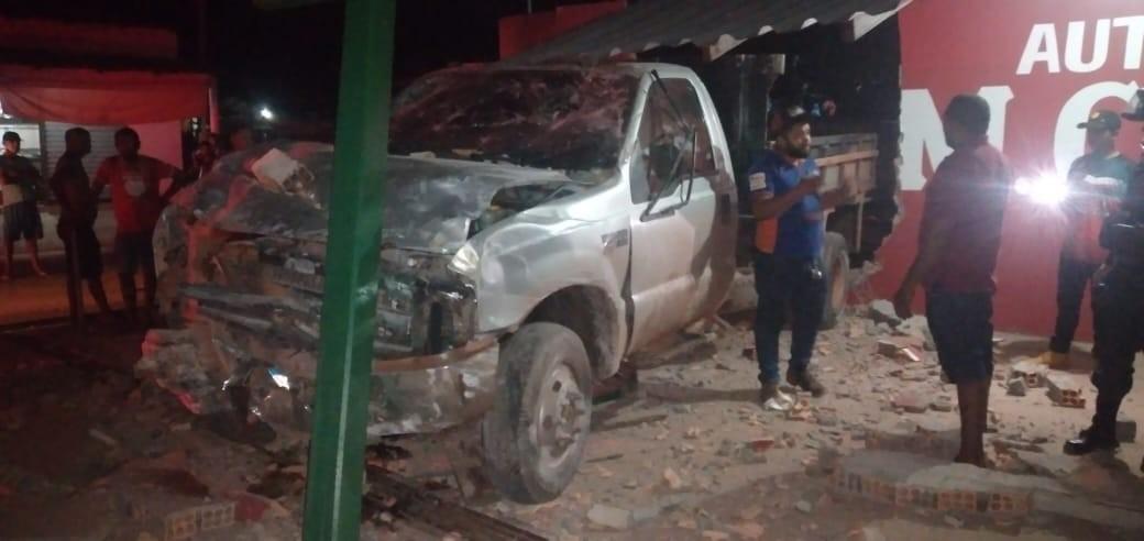 Jovem é preso após roubar carro e bater em muro de lava-jato em Alenquer