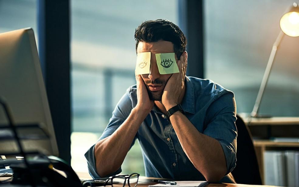 Se você está lutando para se manter acordado enquanto trabalha, considere tirar um cochilo estratégico ou fazer uma pausa livre de responsabilidades — Foto: Divulgação