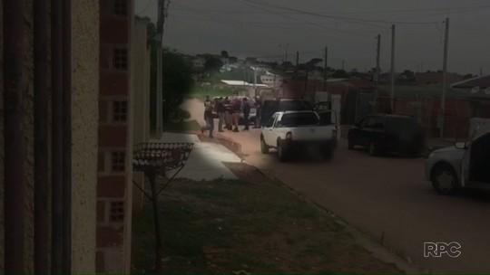 Policiais militares são presos por suspeita de extorquir irmã de traficante em Curitiba