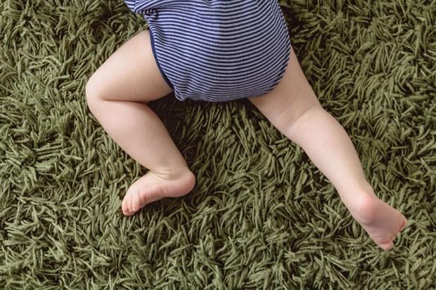 Bebê engatinha (Foto: Dm909/Getty Images)