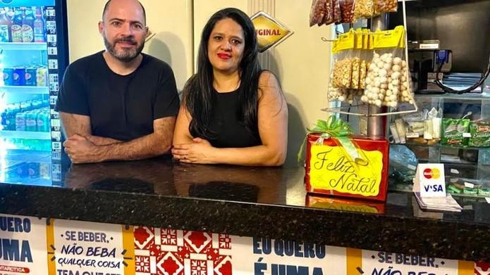 'Cinco reais é o preço de um salgado. Como a gente vai competir com isso? Como ter lucro e servir uma refeição decente a R$ 10, sem taxa de entrega?', pergunta Alexandre Bassoli — Foto: BBC