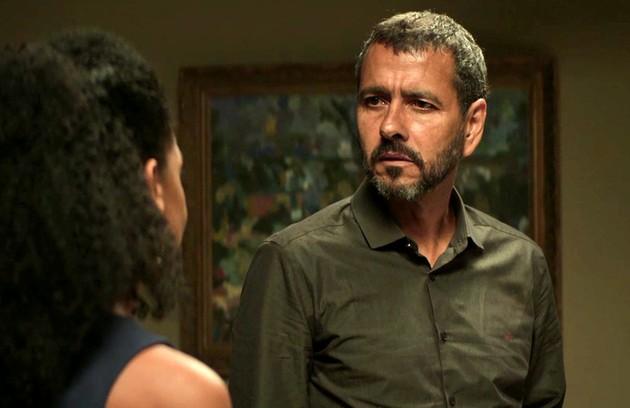 Na segunda-feira (10), Amadeu (Marcos Palmeira) flagrará Maria da Paz (Juliana Paes) e Régis (Reynaldo Gianecchini) saindo para um encontro (Foto: TV Globo)