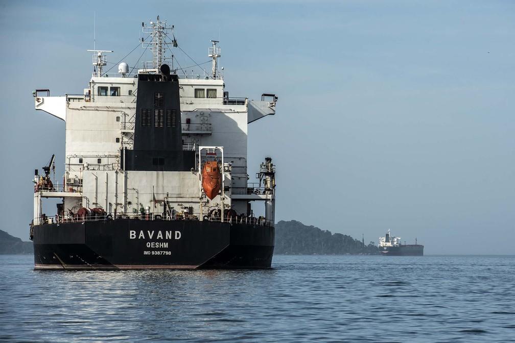 Navios Bavand e Termeh aguardam pela liberação do abastecimento desde o início de junho — Foto: Claudio Neves/Agência Estadual de Notícias