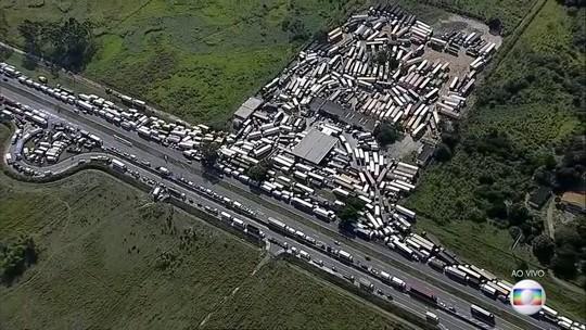 Associação de caminhoneiros pede à categoria para desbloquear estradas