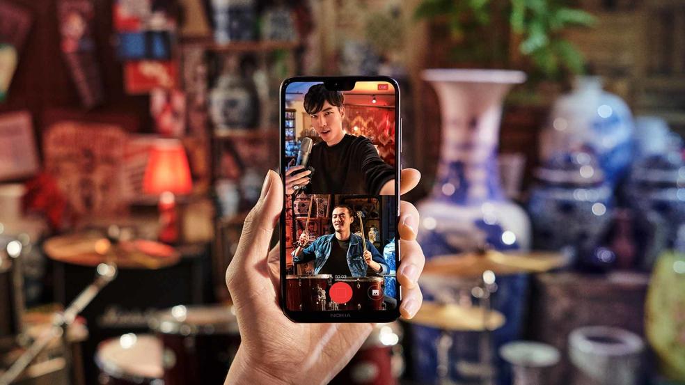 Nokia X6 tem 95% de seu corpo em vidro (Foto: Reprodução/Nokia)