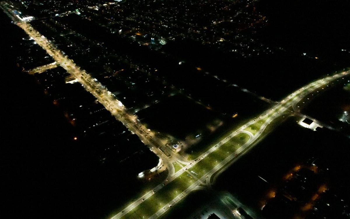 Avenida Dezenove de Maio recebe nova iluminação
