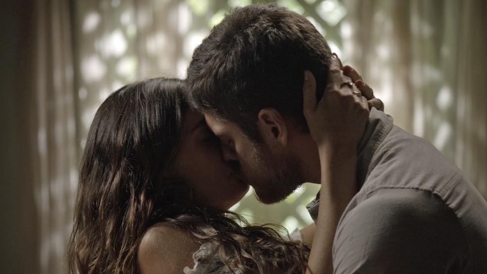 Em 'A Força do Querer', Rita (Isis Valverde) consegue reconquistar Zeca (Marco Pigossi) — Foto: TV Globo
