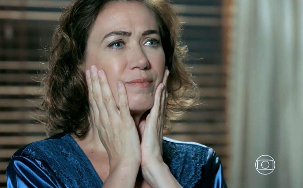 Maria Marta (Lilia Cabral) fica confusa quando José Alfredo (Alexandre Nero) desconfia de Silviano (Othon Bastos) - 'Império' — Foto: Globo