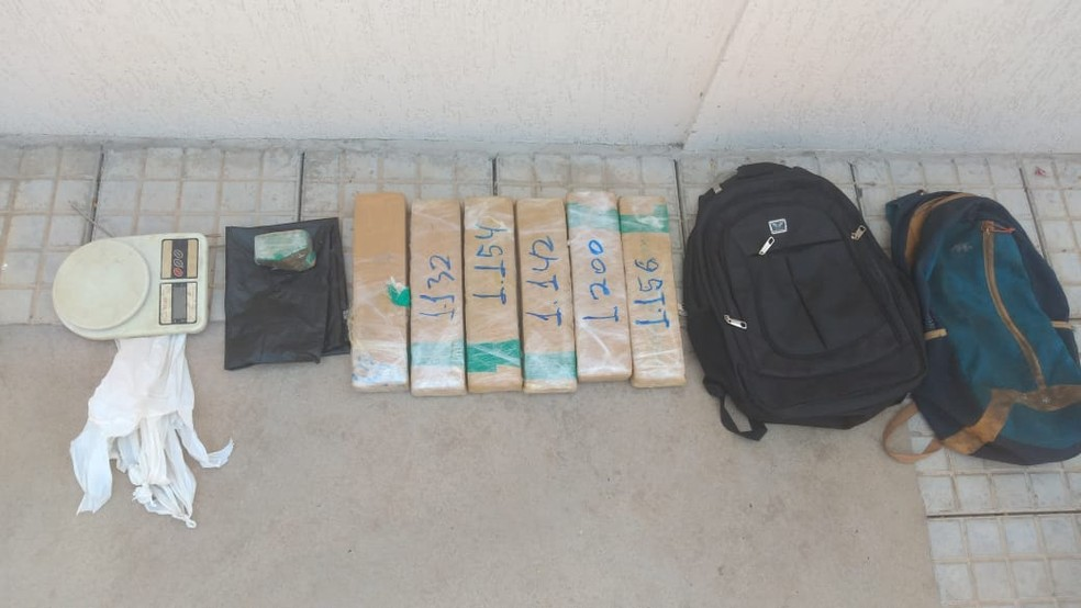 Droga estava dentro de uma mochila — Foto: Polícia Militar/Divulgação