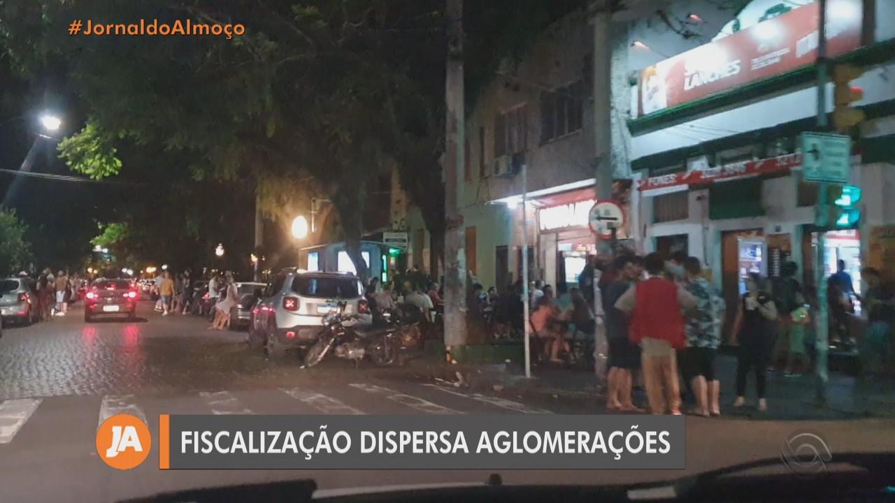 Fiscalização dispersa aglomerações e interdita casa noturna em Porto Alegre