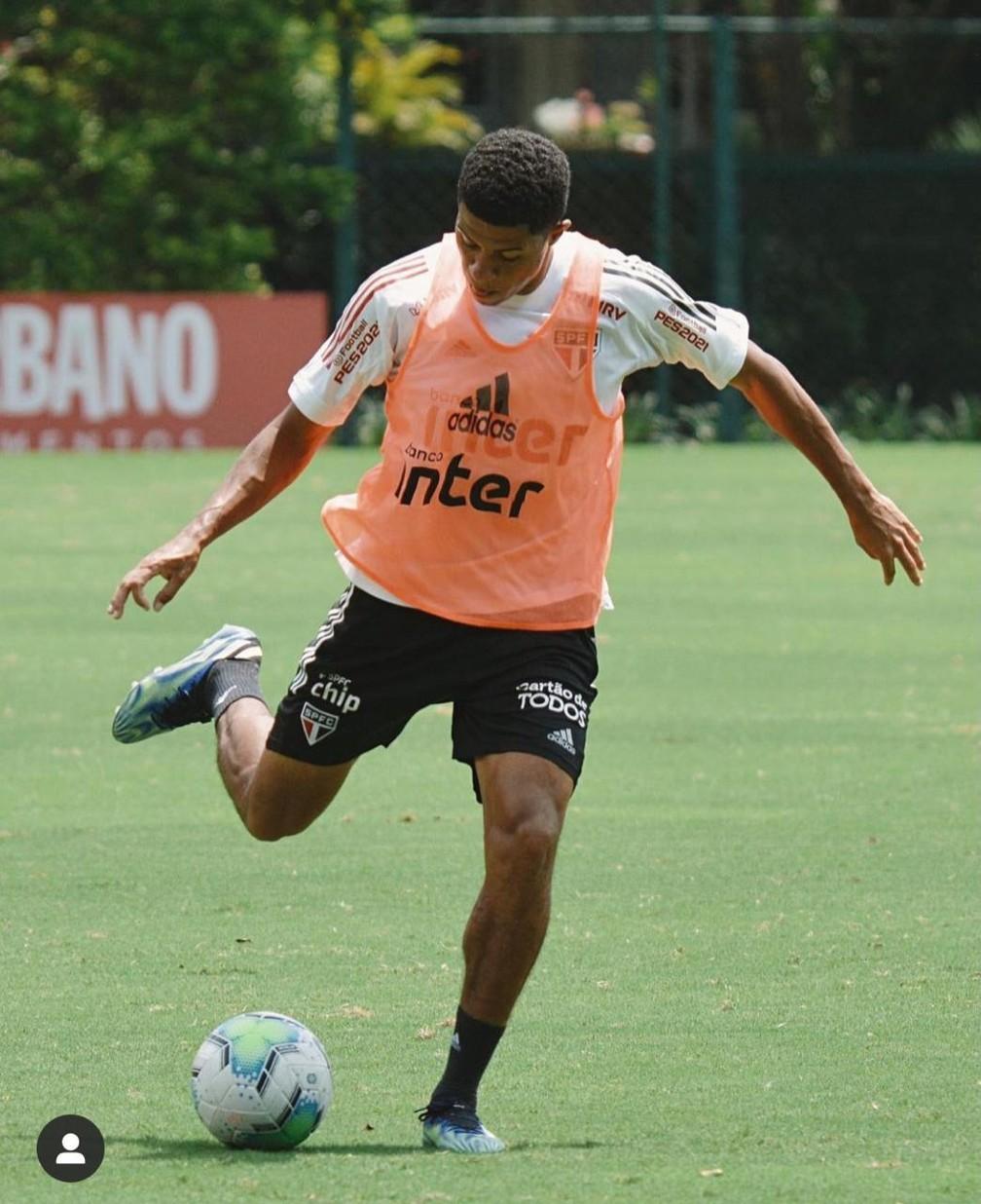 Gabriel Sara volta ao São Paulo — Foto: Erico Leonan / saopaulofc.net