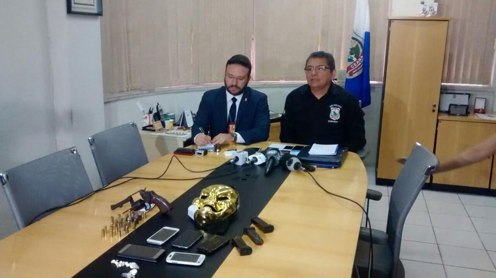 -  Delegado Leonardo Barreto, da DHPP, e delegado geral da Polícia Civil, Everardo Lima, deram detalhes sobre a prisão.  Foto: Valdir Almeida/G1 CE