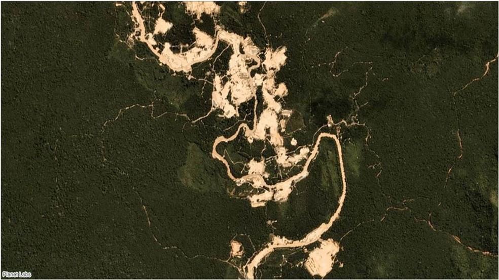 Garimpo na região do rio Fresco, na terra indígena Kayapó, em julho de 2019 — Foto: Planet Labs