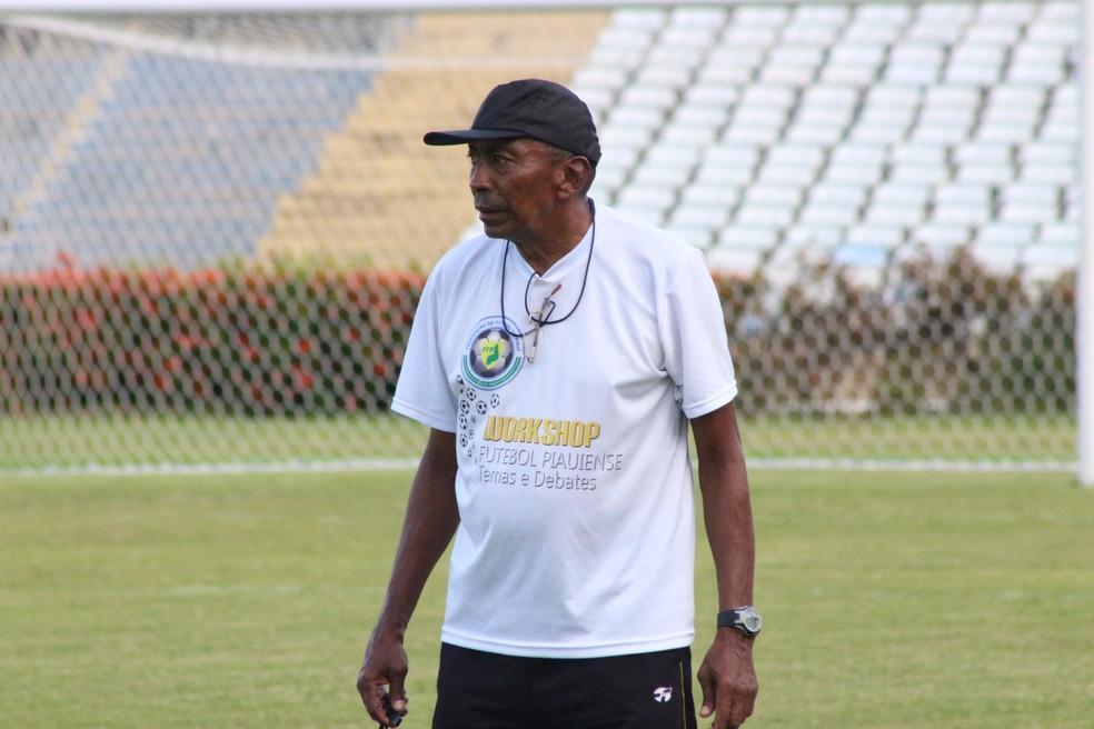 Técnico Toinho  (Foto: Arthur Ribeiro/GloboEsporte.com)