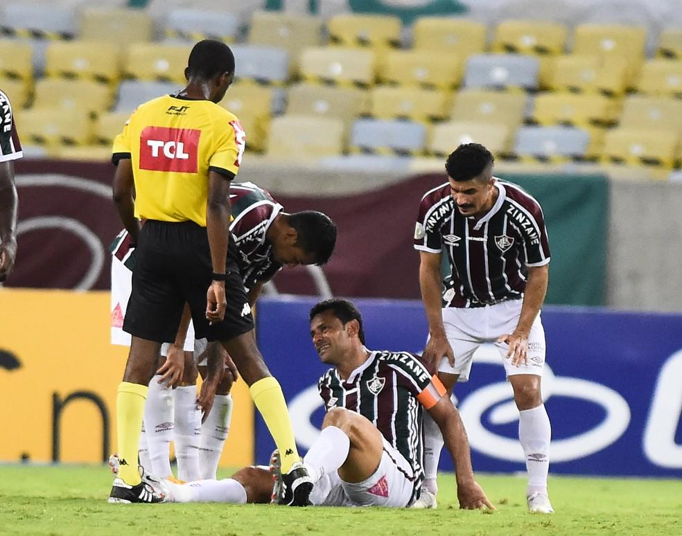 Fred sente dores e é substituído no intervalo em Fluminense x Atlético-MG — Foto: André Durão