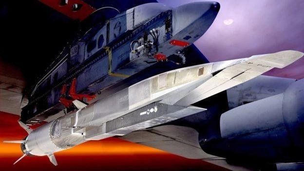 Os mísseis de cruzeiro hipersônicos possuem um sistema de propulsão que quebra a barreira do som várias vezes (Foto: US Air Force via BBC)