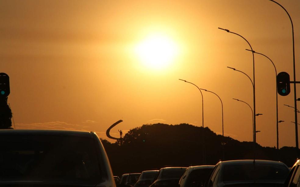Sol forte sobre o Eixo Monumental, em Brasília, em imagem de arquivo (Foto: Vianey Bentes/TV Globo)