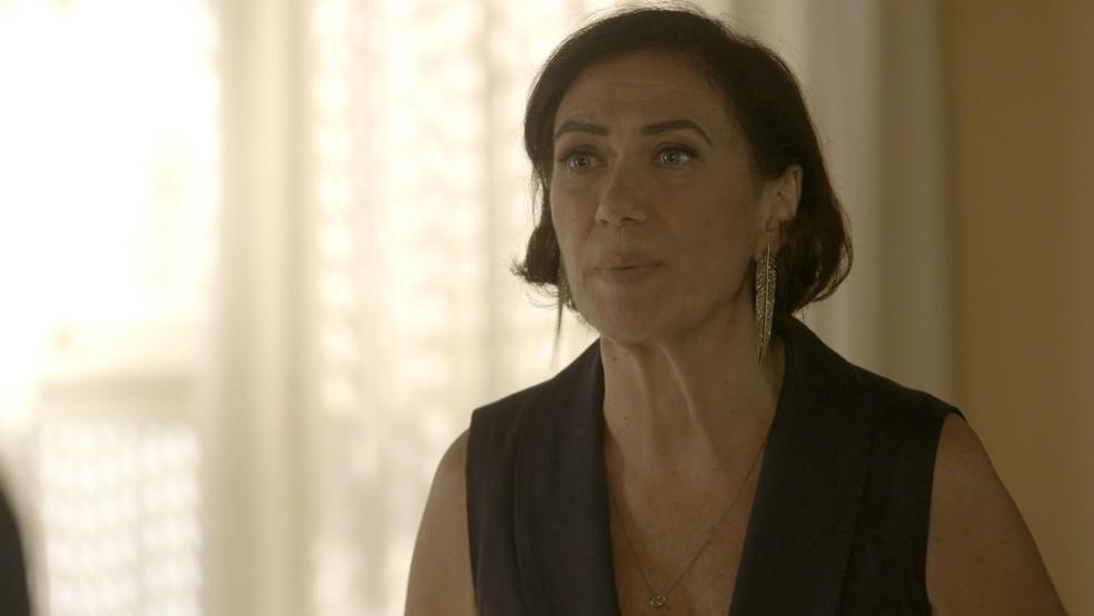 Valentina (Lilia Cabral) diz que corre perigo nas mãos de Olavo (Tony Ramos), na novela 'O Sétimo Guardião' — Foto: TV Globo