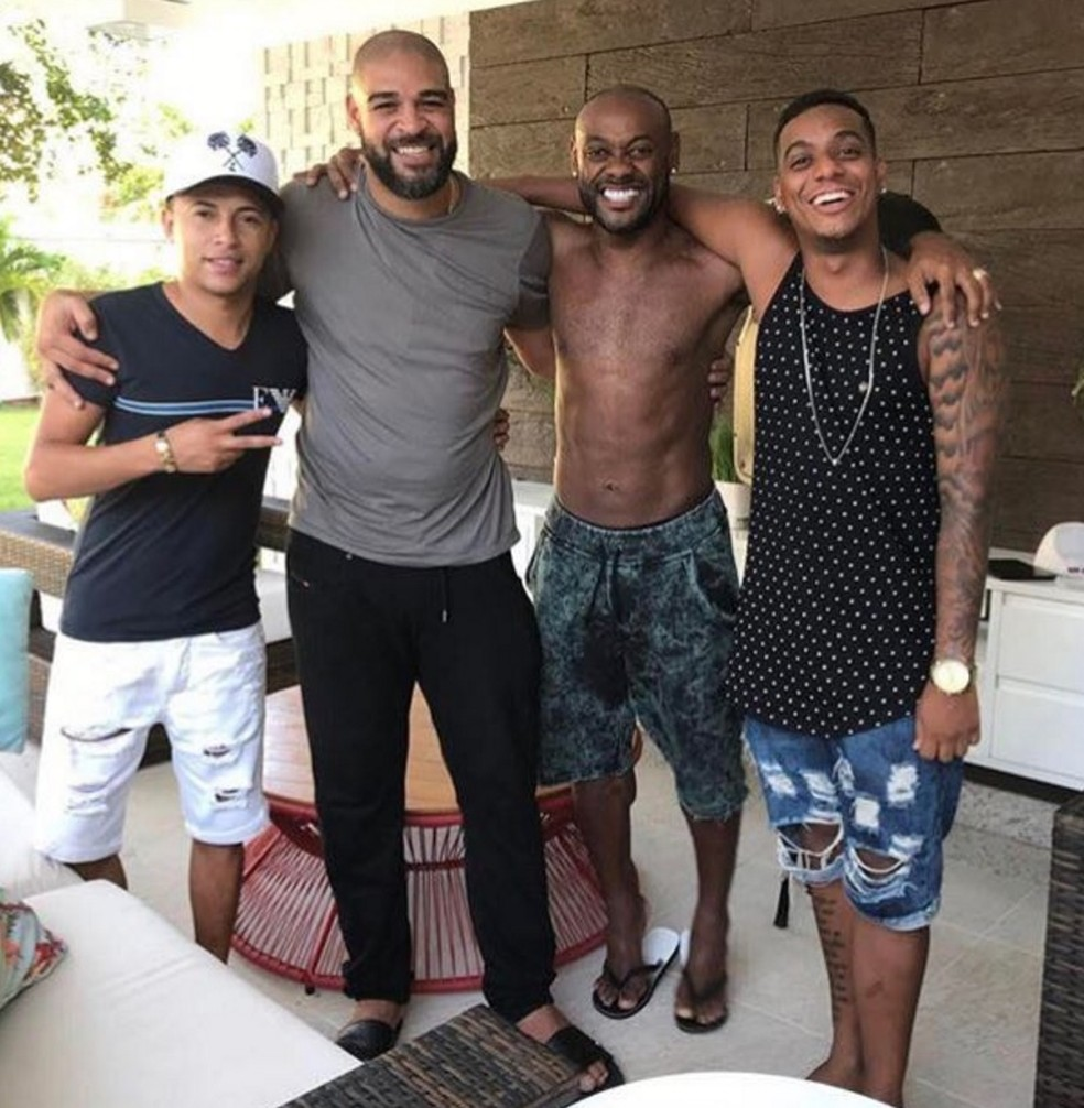 Vagner Love visitou Adriano e postou em rede social. Atacante viaja para Turquia quinta-feira (Foto: Reprodução Instagram)