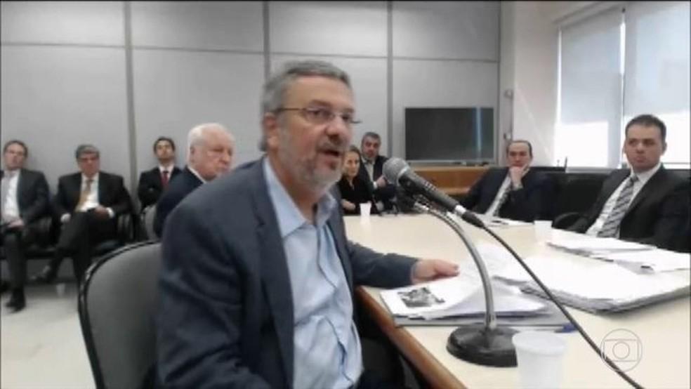 Defesa afirma que Palocci delatou crimes envolvendo sistema financeiro — Foto: Reprodução/JN