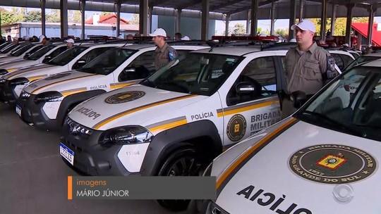 Forças de segurança do RS recebem nove caminhões de bombeiros, 272 carros e armas