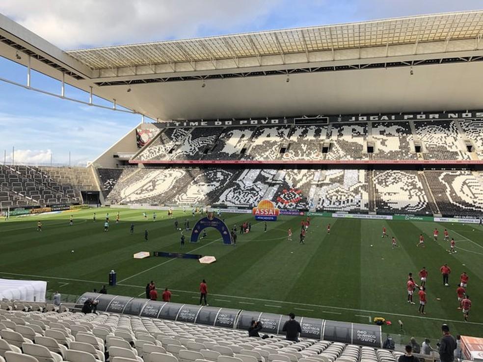 Estádio do Corinthians em dia de jogo, mas sem torcida — Foto: ge