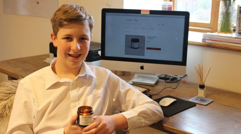 Charlie Griffiths, de 14 anos, é dono de seu próprio negócio de velas aromáticas. (Foto: Divulgação)