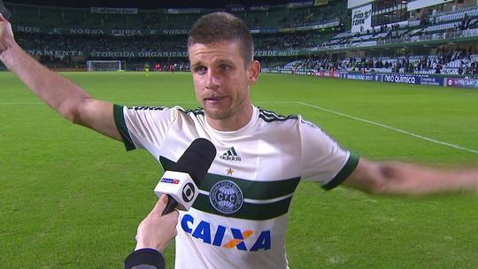 """Jogadores do Coritiba lamentam vacilos contra o Flu: """"Na Série A não pode bobear"""""""