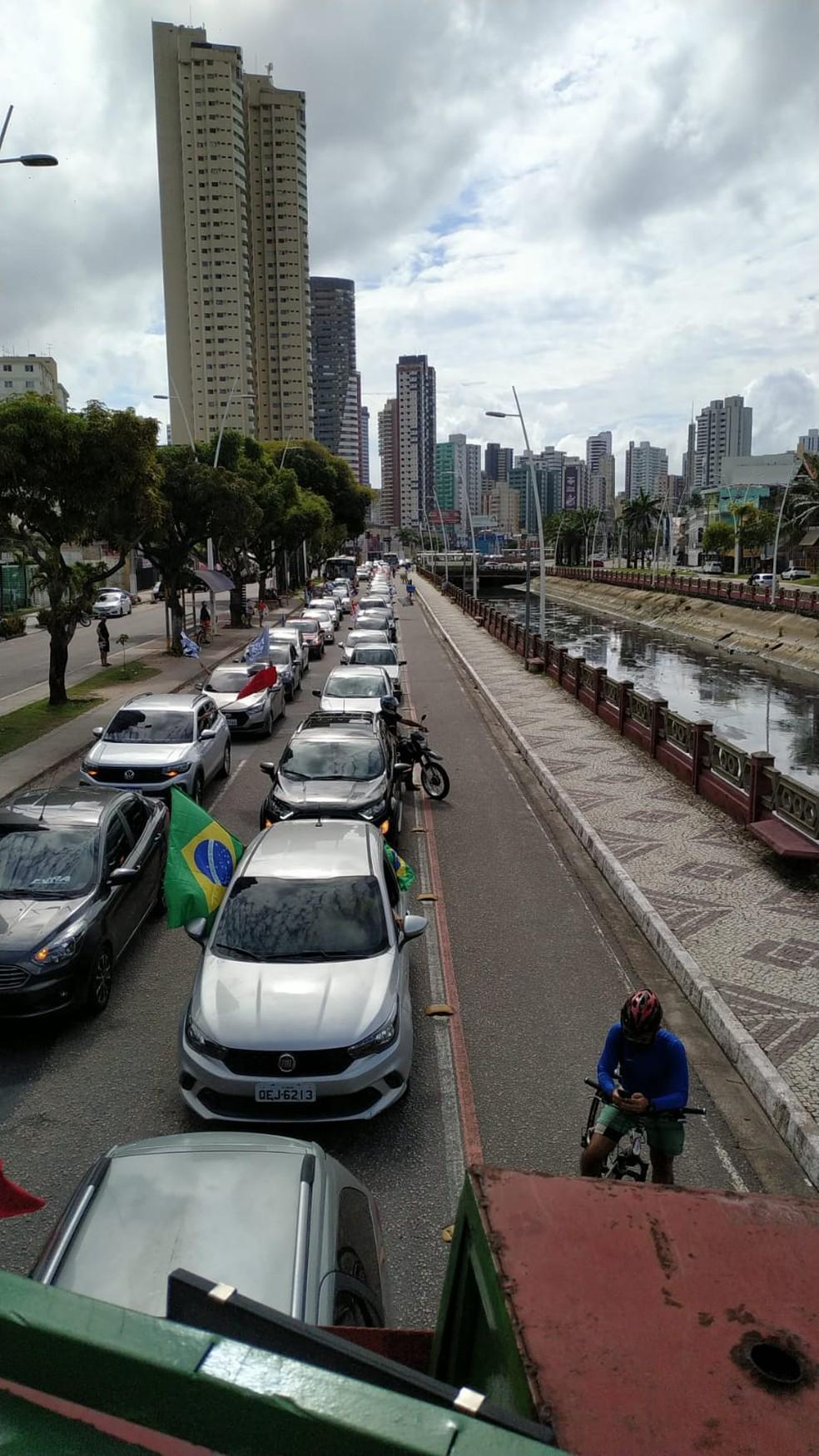 Manifestantes fazem ato contra Bolsonaro em Belém, no Pará — Foto: Moisés Nascimento/TV Liberal