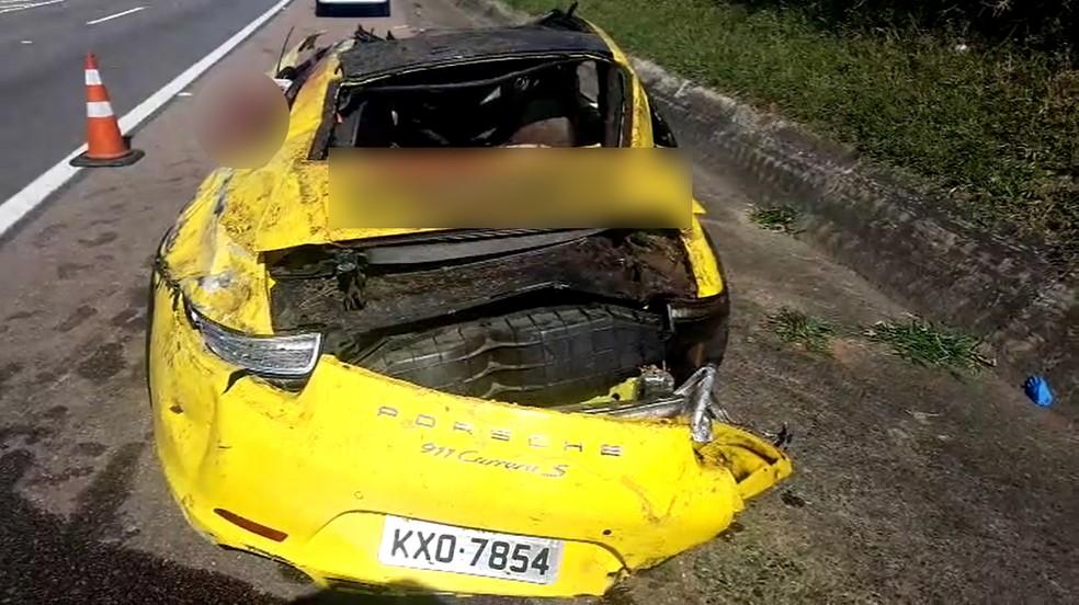 Porsche ficou destruído após acidente na Rodovia Santos Dumont, no trecho de Indaiatuba. — Foto: Rubinho Queiroz