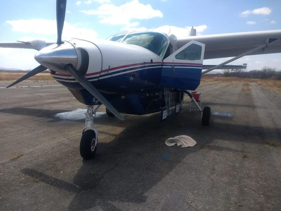 Avião que seria assaltado pela quadrilha em Salgueiro — Foto: PRF / Divulgação