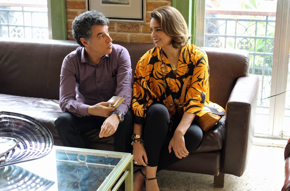 Paulo Betti e Suzy Rêgo batem papo no intervalo das gravações (Foto: TV Globo)