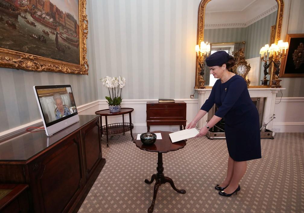Ivita Burmistre, embaixadora da Letônia no Reino Unido, em foto de 27 de abril de 2021 — Foto: Yui Mok/Pool/Reuters