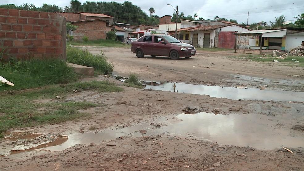Chuva de sexta (30) provoca buracos na Vila Progresso — Foto: Reprodução/TV Mirante