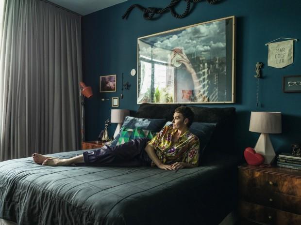 """QUARTO """"Escolhi azul para trazer acolhimento, calma e profundidade"""", diz a moradora (Foto: Christian Maldonado / Editora Globo)"""